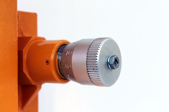 Aquflow stroke length adjuster controls the displacement volume per stroke